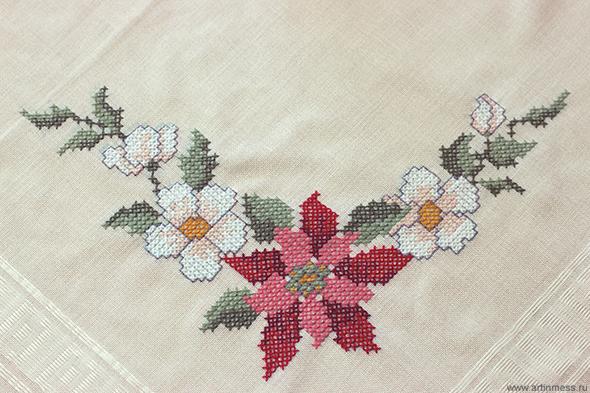 Расшитая скатерть / Cross-stitching tablecloth